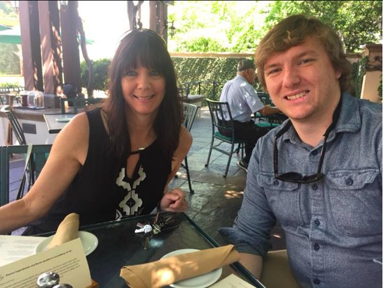Sierra Nevada Brewing Co. Tours & Tastings: Lunch on the patio with the family