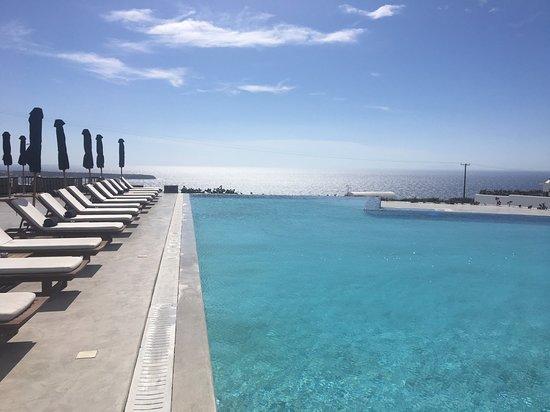 Santo Maris Oia Luxury Suites & Spa: Main pool - had it all to myself one afternoon!