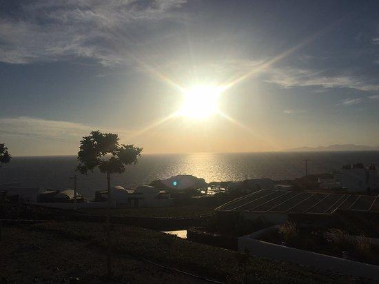 Santo Maris Oia Luxury Suites & Spa: Stunning sunset