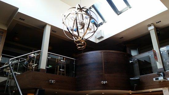 Flannerys Bar: Interior.