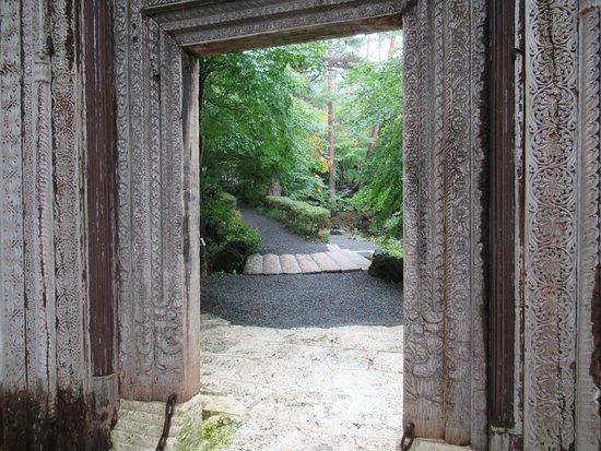 Itchiku Kubota Art Museum: looking back through the entry gate