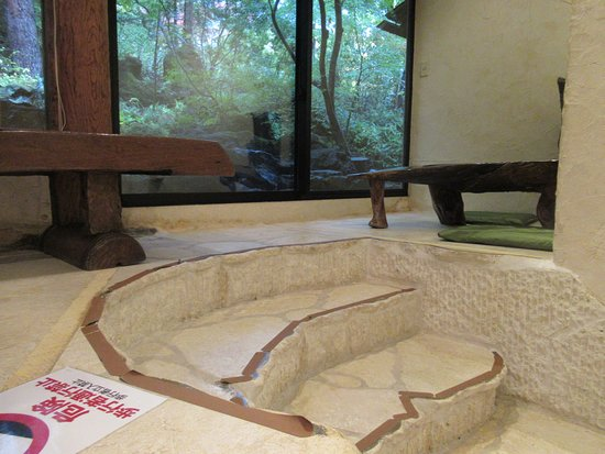 Itchiku Kubota Art Museum: limestone stairs in the cafe