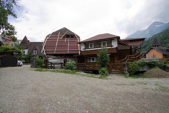 Гостевой дом Черепановых: Вид на отель и номер снаружи.