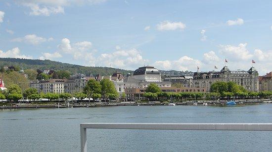 Lake Zurich: вид на Цюрихское озеро и окрестности с прогулочного катера