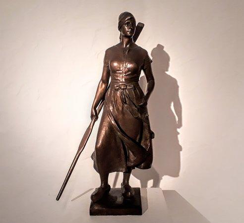 """NordseeMuseum Husum: """"Tine"""" Bronzefigur von Adolf Brütt"""
