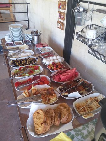 Karadut Cave Hotel: Amazing breakfast with proper Turkish pastry treats that you won't find in all your stays.