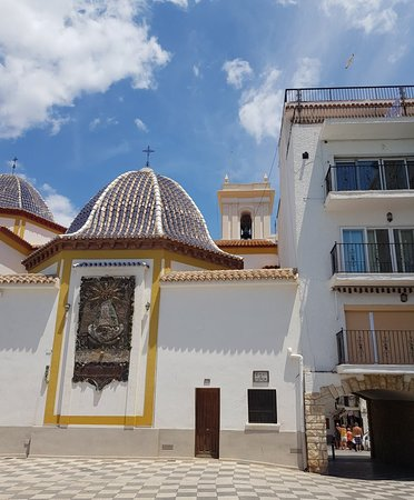 Iglesia de San Jaime y Santa Ana: Beautiful old church