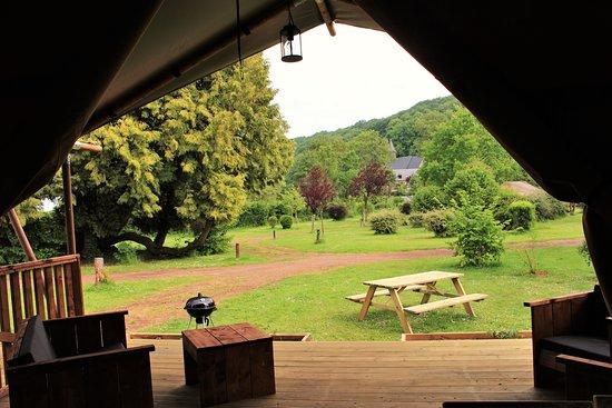 Castel Camping Le Brevedent: Vue de la terrasse, vue sur le jardin, Chalet toilé Woody, 8 personnes, Camping Le Brévedent