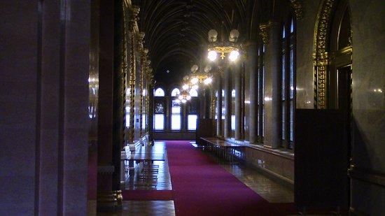 Здание венгерского парламента (Орсагаз): Interessante e istruttivo