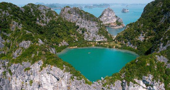 Dragon Bay Cruises - Sails of Indochina
