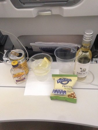 British Airways: GIn and tonic with pretzels!