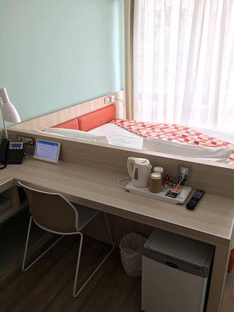 Kubic Athens Hotel: Desk