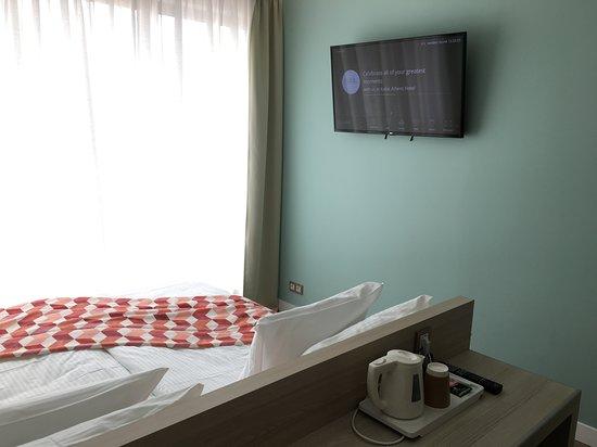 Kubic Athens Hotel: large Flatscreen TV