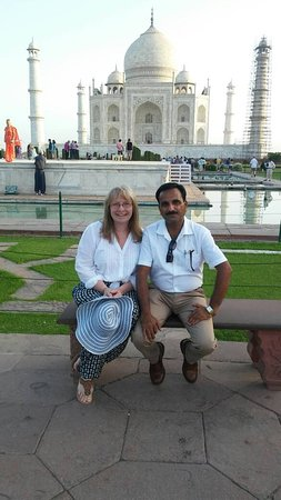 Hi Greeting From Taj Mahal Tour Guide Family Group Shakeel with our client in Taj Mahal