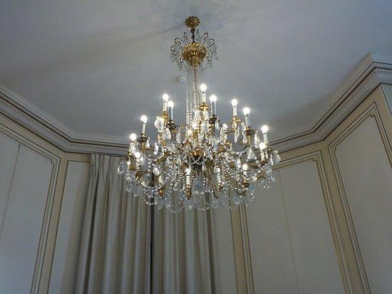 Hotel du Palais: Lustre étincelant..