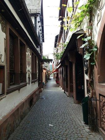 Rüdesheim an der Nahe, Tyskland: Het straatje naar het restaurant. Drosselgasse 2 Rudesheim