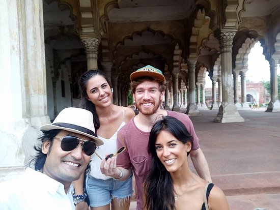 Hi Greeting From Taj Mahal Tour Guide Family Group Mohsin with our client in Agra Fort
