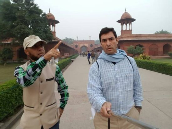 Hi Greeting From Taj Mahal Tour Guide Family Group Arif with our client in Taj Mahal