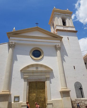 Placa del Castell: Iglesia De San Jaime Y Santa Ana Placa Castell