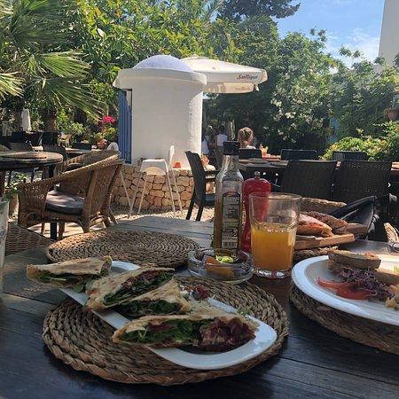 Restaurante zebra art grill en sant antoni de portmany for Natural burguer mesa y lopez