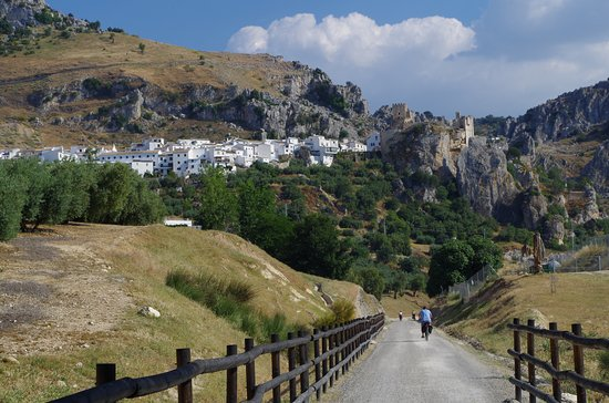Dona Mencia, Испания: The Greenway is easy cycling with some great scenery - Zuheras 3k from cycle hire