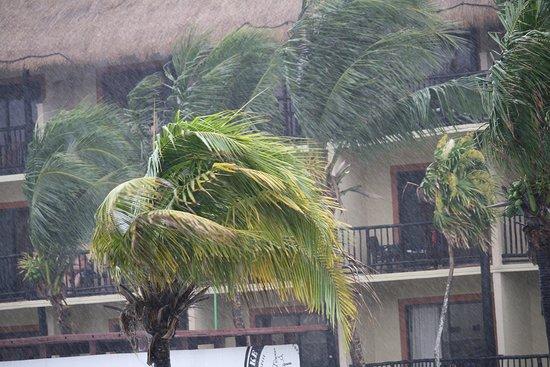 Catalonia Yucatan Beach: when it rains