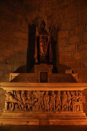 Abbaye de Saint Hilaire: A bit of recycling - Roman sarcophagus/Christian altar, Abbey of Saint Hilaire