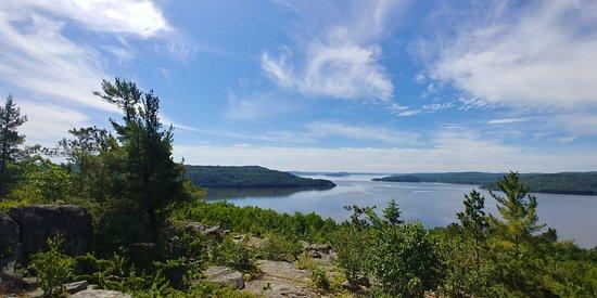Ville-Marie, Kanada: Vue de la montagne à partir des sentiers sur le domaine