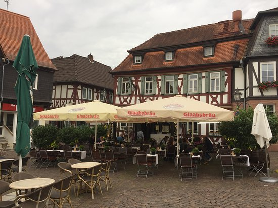 Seligenstadt, Tyskland: Restaurant Outdoor Bereich