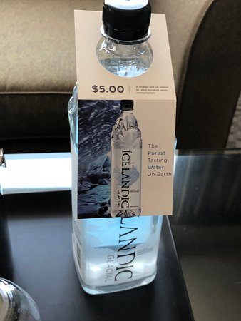 Sheraton Atlanta Hotel: Glad I brought my own water bottle - tap water was fine