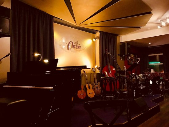 Café Classic - Strictly Live Music