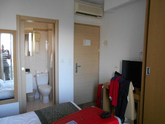 Chambre Minuscule Porte D Entree Et Porte Coulissante De