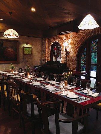 Carmen fine cuisine nổi lên như một vì sao sáng và lạ mang phong cách Địa Trung Hải.