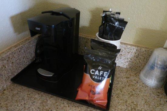 Best Western Plus Henderson Hotel: coffee service