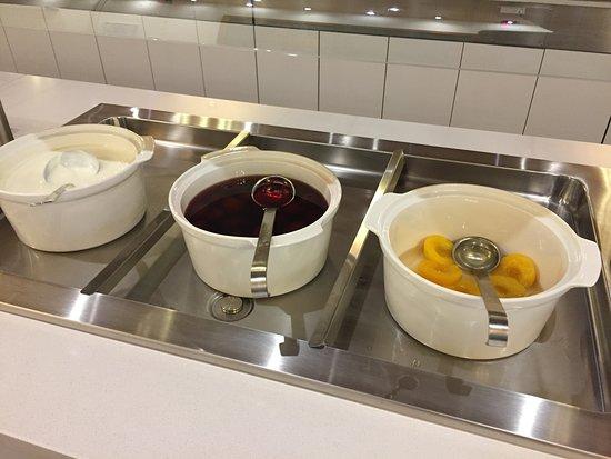 Jezero Hotel: 早餐的水果沙拉