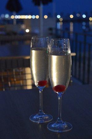 VillaCascais Guesthouse: French 75s on the terrace