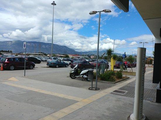 Korinthos Taxi Transfers: Łatwa lokalizacja przed dworcem