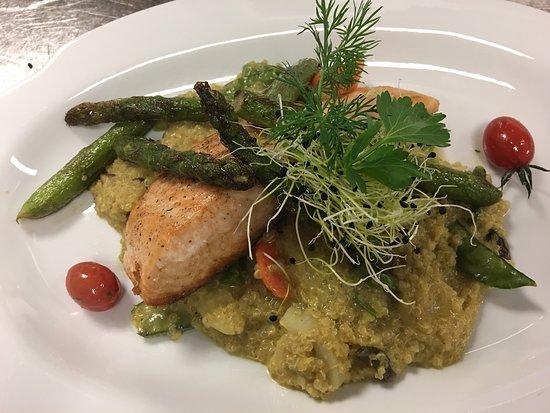Gmaandhuus 8213: Lachs auf Quinoa