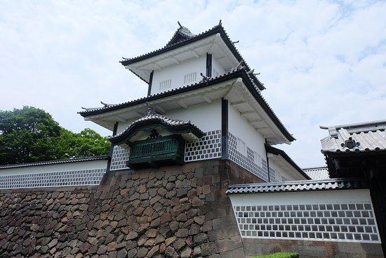 Kanazawa Castle: ทางเข้าปราสาท