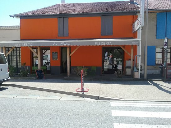 Beauchastel, فرنسا: renovation façade le patio