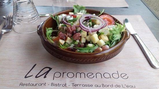 La Promenade: salade auvergnate