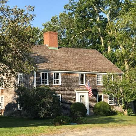 Sandwich oriental, MA : Nye Homestead is one of the oldest houses in America, dating back to 1678. Filled with antiques,