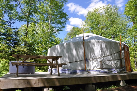 Cabot Shores Wilderness Resort and Retreat: Forest Yurt with hot tub on the deck