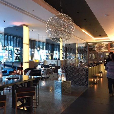 Pullman London St Pancras Hotel: Modern bistro restaurant