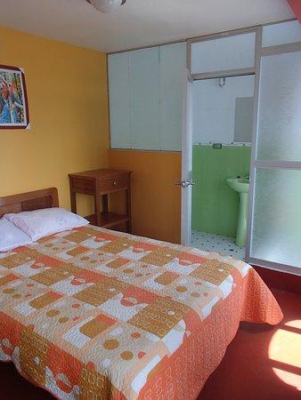 Juliaca, Peru: Habitación con baño privado