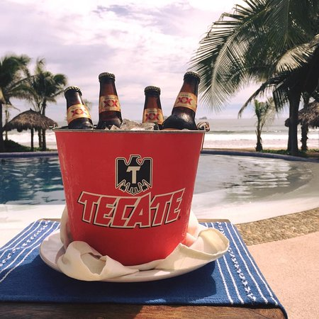 Playa Blanca, Mexico: Have a cold one by the Pool and take in the sun!