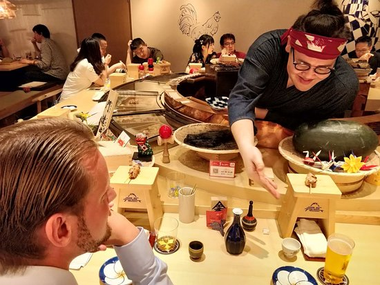 Oedo Ayatori: Mon-San giving over the skewers