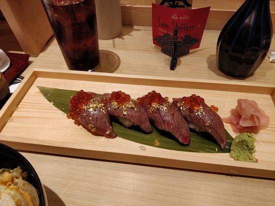 Oedo Ayatori: Meat-nigiri with gold flakes