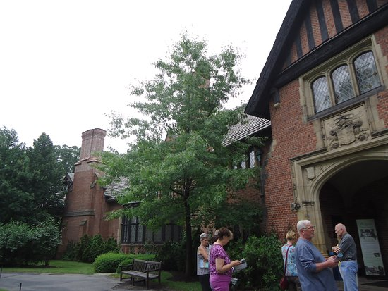 Stan Hywet Hall & Gardens: Front entrance