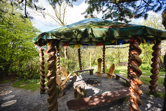 Cwmduad, UK: Outside campfire canopy